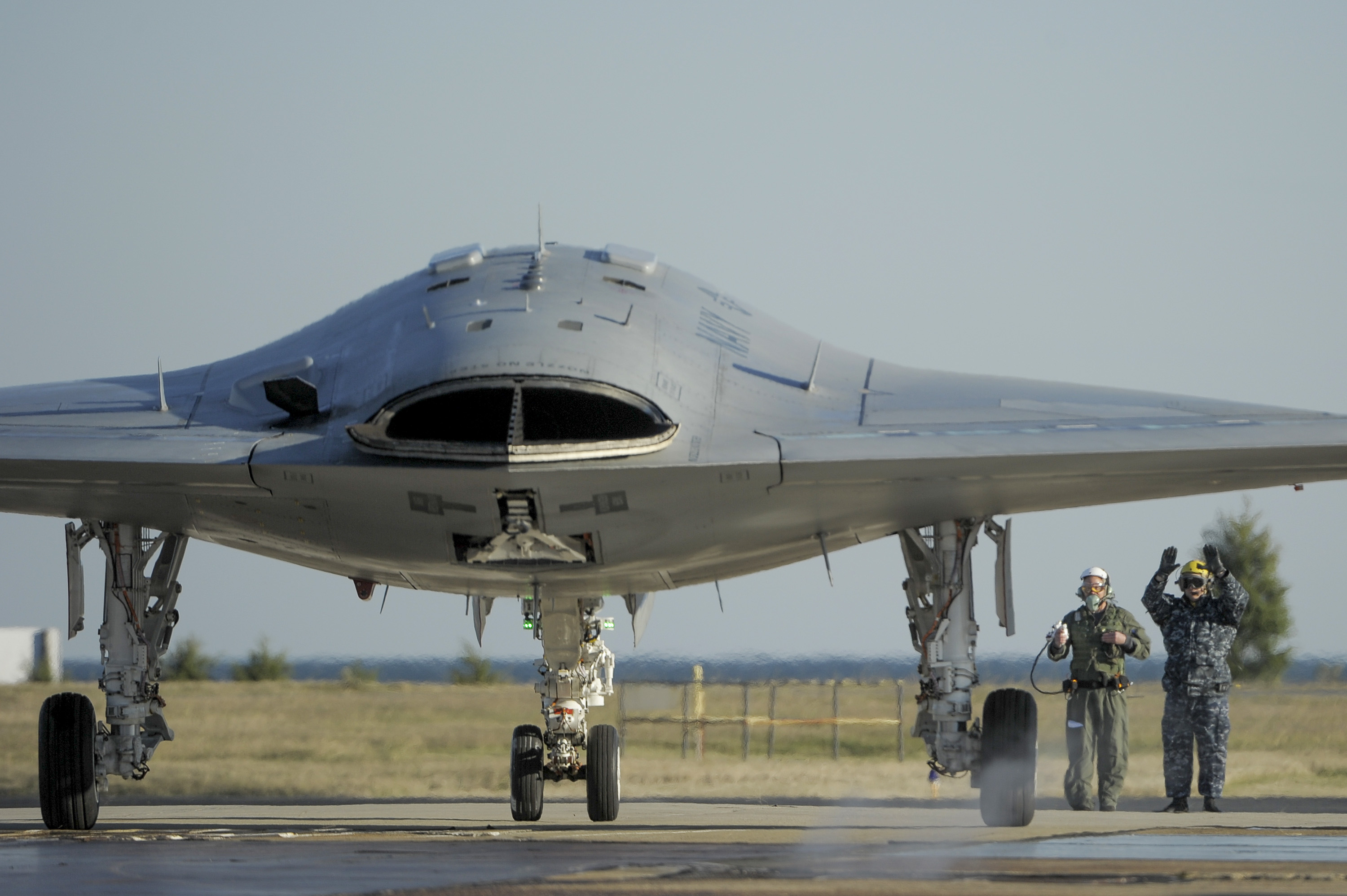 x-47b, fot: http://www.ainonline.com/aviation-news/2012-11-19/navy-northrop-grumman-test-x-47b-handheld-controller