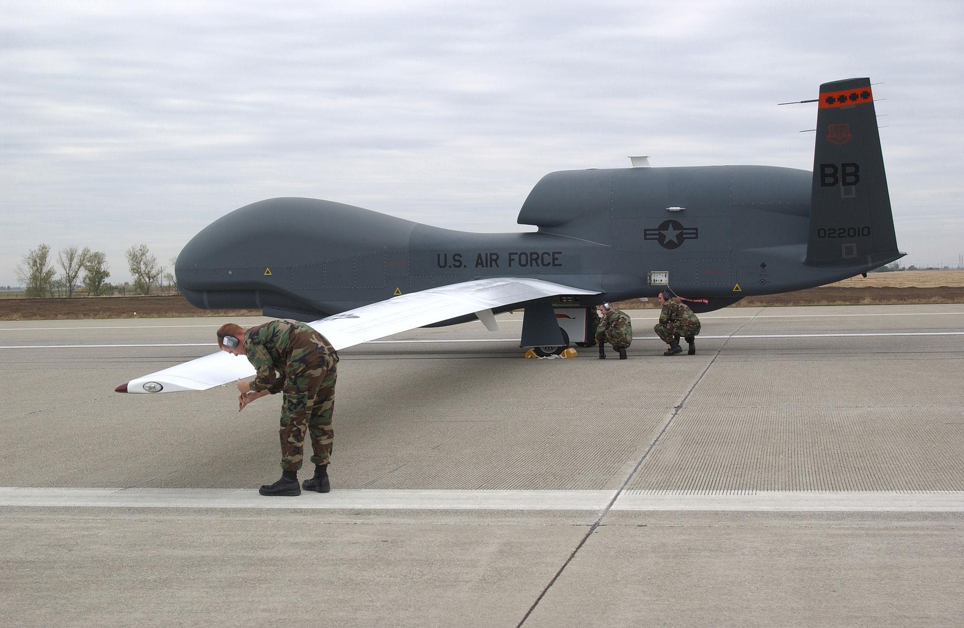 Global Hawk'i w służbie Japonii.