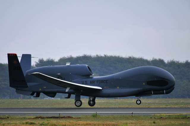 RQ-4B Block 30 Global Hawk / U.S. Air Force fot. Staff Sgt. Nathan Lipscomb
