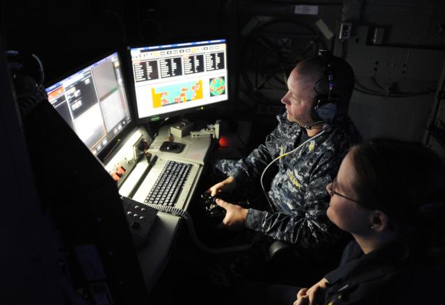 Kontrola działa, fot: US Navy