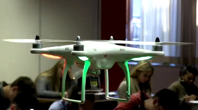 Dron w roli profesora!