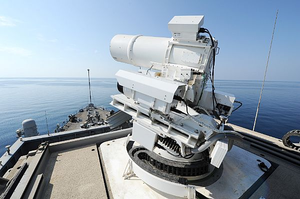 """Kolejne, """"pierwsze na świecie"""" działo laserowe strącające drony."""