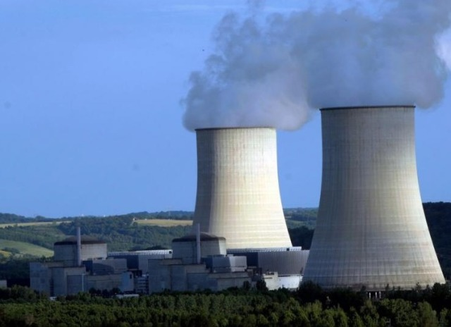 """Francuską elektrownię atomową ponownie odwiedziły """"nieznane"""" drony."""