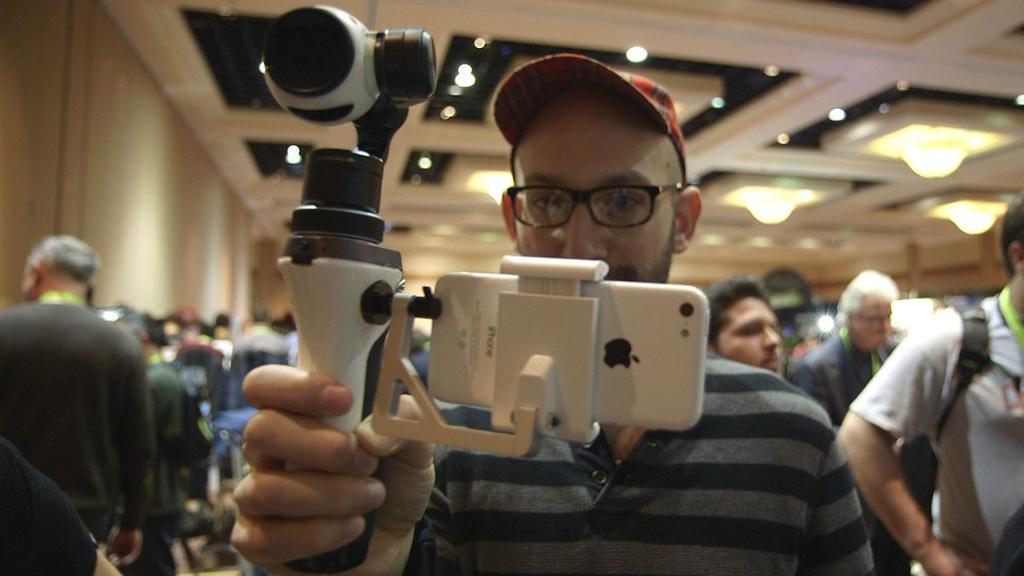 DJI Inspire 1, ręczny gimbal z kamerą 4K, fot: gizmodo.com