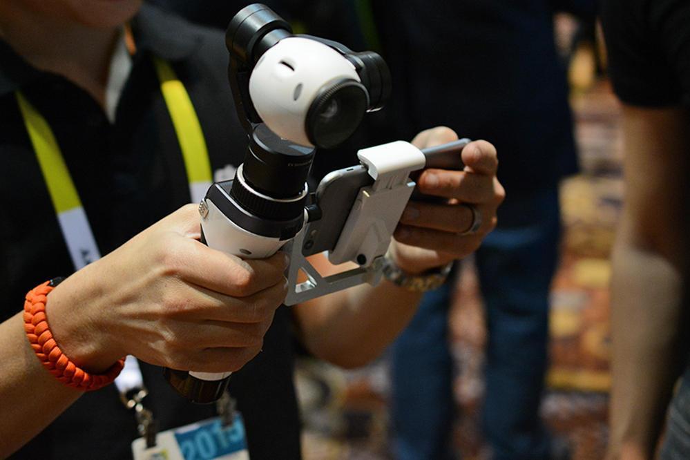 DJI Inspire 1, ręczny gimbal z kamerą 4K, fot: cnet.com