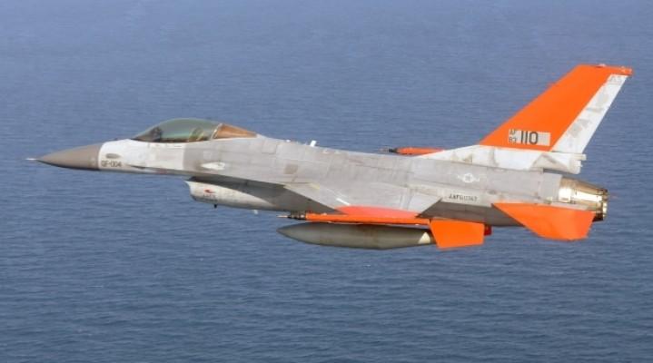 Pierwszy, ubezzałogowiony F-16 trafił już do eksploatacji US Air Force.