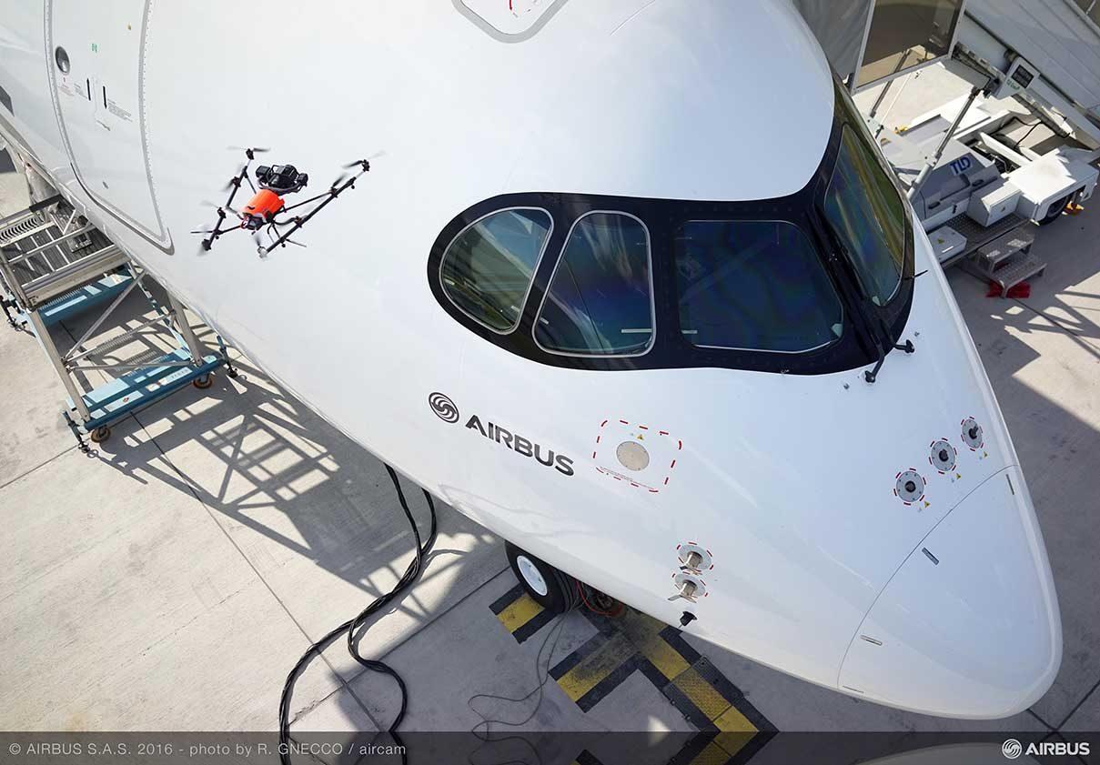 Airbus zademonstrował inspekcję samolotu za pomocą drona