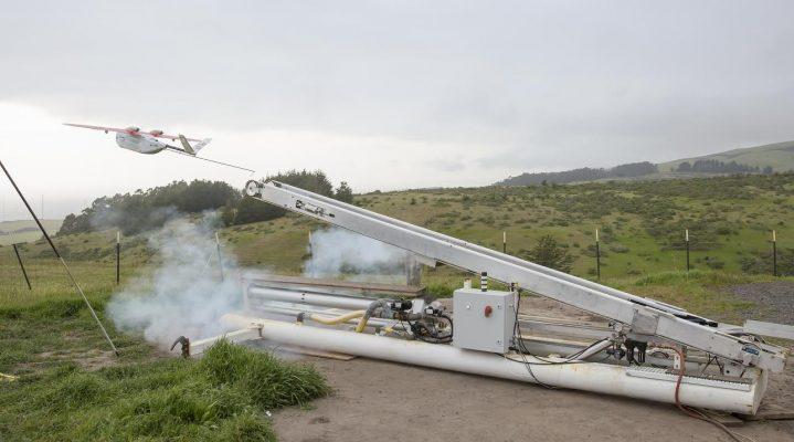 Pomoc humanitarna i ratujące życie szczepionki za pomocą dronów.