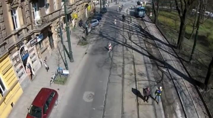 Krakowscy urzędnicy miejskie inwestycje nadzorują dronem.