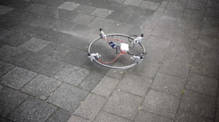 Dron z koła od roweru, z klawiatury, z książki, a może kapelusza?